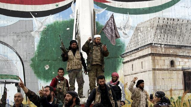 Al Qaida toma el control de una estratégica ciudad siria en la frontera con Turquía