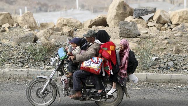 Arabia Saudí tiene 150.000 hombres preparados para invadir Yemen