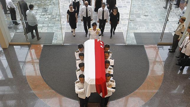 El féretro del primer jefe de Gobierno que tuvo Singapur