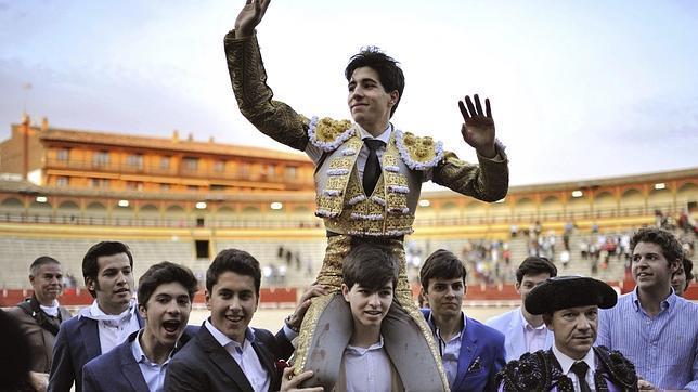 Álvaro Lorenzo corta cuatro orejas en su actuación en solitario en Toledo