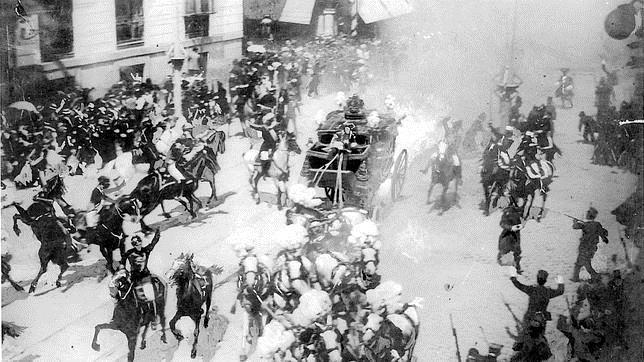 La fotografía del atentado contra los Reyes Alfonso XIII y Victoria Eurgenia, tomada por Mesonero Romanos en 1906