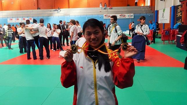 La profesora de Kung Fu y Tai chi, Bai Di