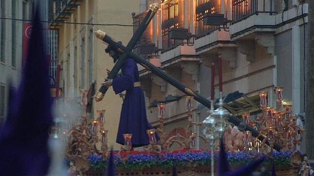 Cristo de «Los Gitanos», ayer, por las calles del centro