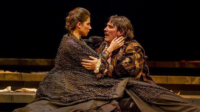 Natalia Huarte y Sergio Peris-Mencheta, en una escena de la obra