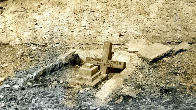 Imagen de archivo de la tumba del aviador alemán en el pequeño cementerio de la isla de Cabrera