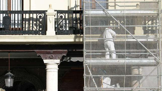 Obras de rehabilitación en una fachada del centro de Valladolid