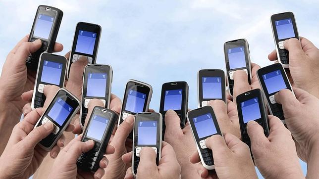 Según Rachel Panckhurst la escritura de SMS «forma parte de la esfera íntima; predomina una dimensión afectiva»