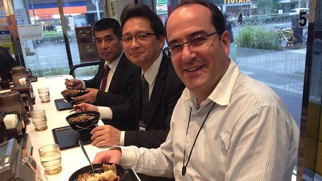 El profesor Vigués Andrés López, durante uno de sus viajes a Japón para impartir sus seminarios