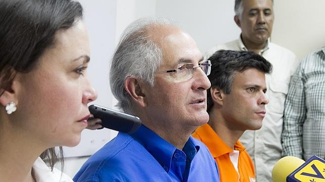 Una veintena de expresidentes iberoamericanos piden a Maduro que libere a López y Ledezma