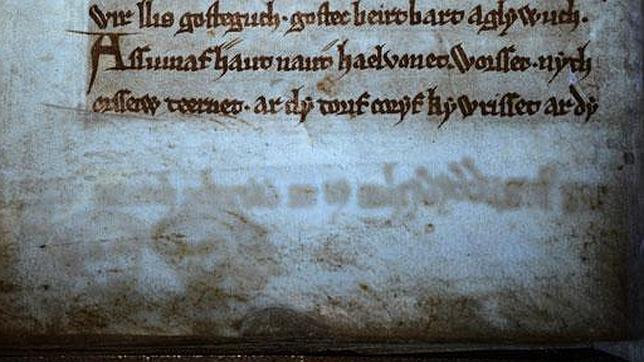 Rostros fantasmagóricos destapados por la luz ultravioleta en el Libro Negro de Carmarthen