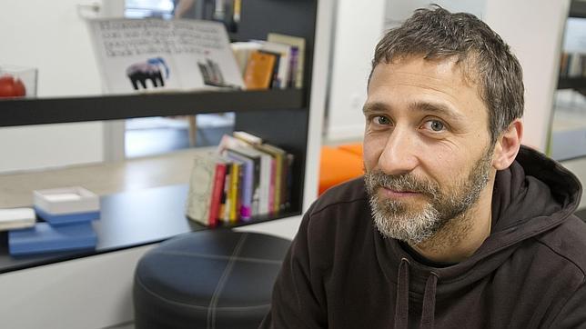 El artista en la base madrileña de Penguin Random House