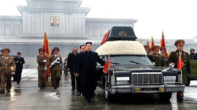 Kim Jong-un aprendió a conducir a los tres años, según un manual escolar norcoreano