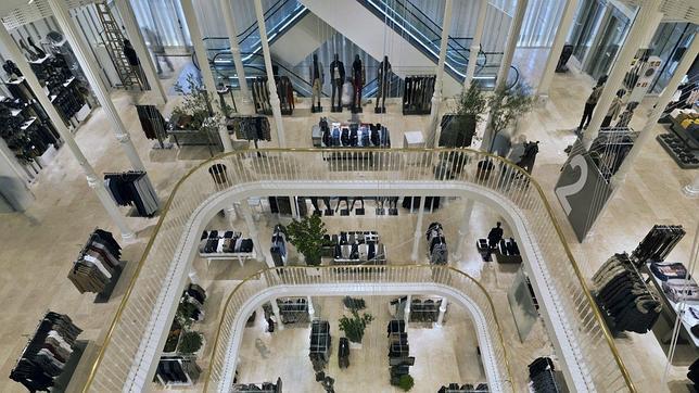 Interior de la nueva tienda de zara home en miln que - Zara ciudad real ...