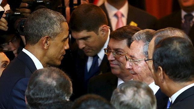 Obama y Castro sellan con un encuentro histórico el deshielo entre ambos países