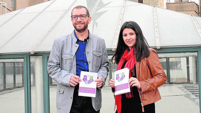 Alfons Esteve (ACPV) y Carmelina Pla (PSPV) en la sede de la entidad