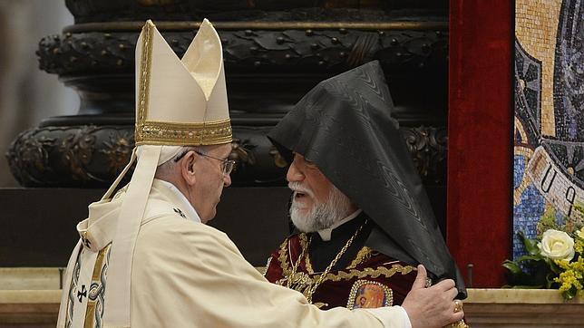 El Papa Francisco durante la celebración este domingo de la misa por el centenraio del la matanza de armenios