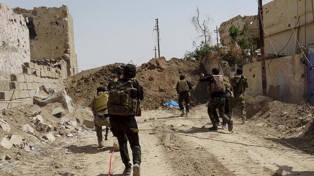 Tropas iraquíes buscan elementos del Estado Islámico cerca de Ramadi