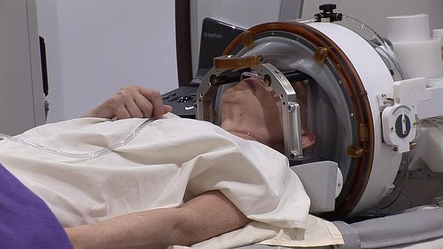 Operan el cerebro por vez primera en España sin abrir el cráneo