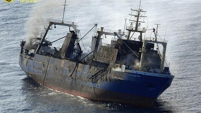 La Fiscalía investiga si hubo delito medioambiental en el naufragio del pesquero ruso en Canarias