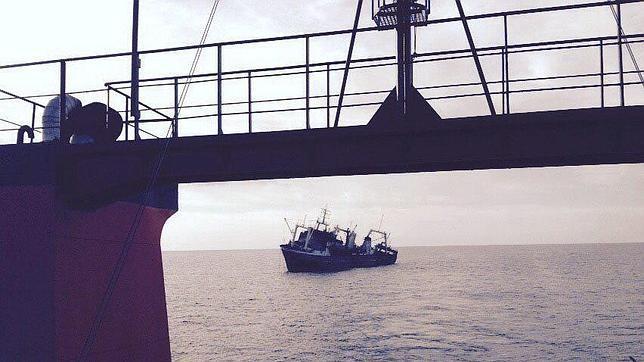 El Gobierno eleva la alerta por el hundimiento del pesquero en Canarias