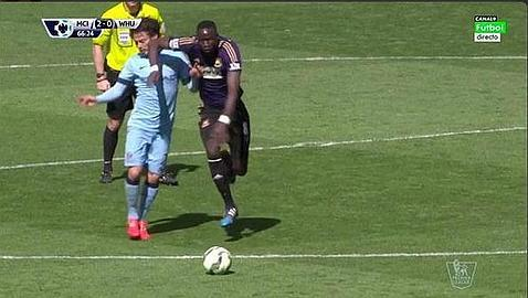 El codazo en la cara a David Silva se queda en un susto