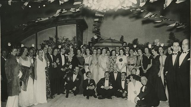 Bilbao, agosto de 1935. Fiesta de los marqueses de Targiani en su residencia, a la que invitaron a distinguidas familias de la sociedad madrileña y vizcaína