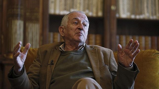 Juan Goytisolo, premio Cervantes 2014, en el encuentro que ha mantenido con la prensa en la Biblioteca Nacional