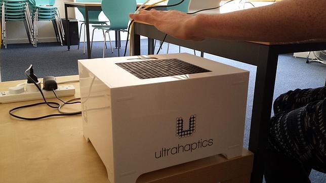 Sistema Ultraháptico usado por los investigadores de la Universidad de Sussex para transmitir sentimientos