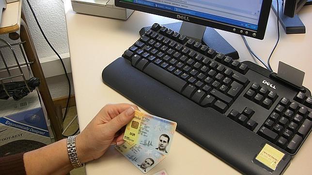 Los clientes deberán entregar su documento de identidad en su sucursal bancaria