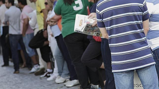 La tasa de paro juvenil cae hasta el 51 36 en el primer for Oficina del paro murcia