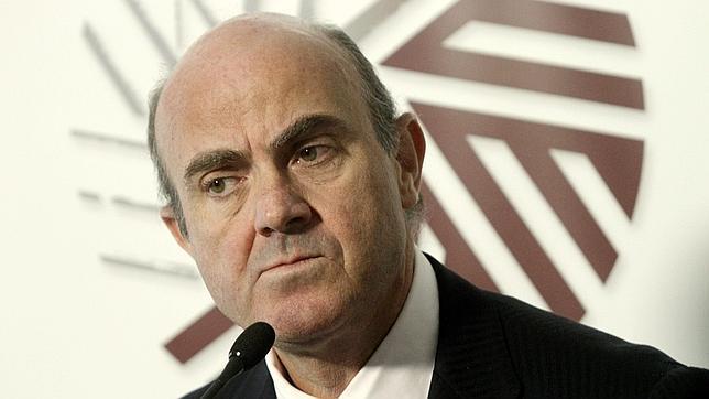De Guindos ha afirmado que continuará en la carrera por la presidencia del Eurogrupo en una rueda de prensa en Riga