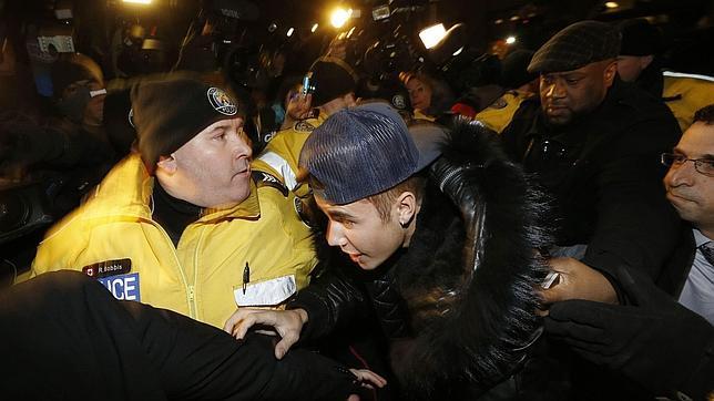 En la imagen de archivo, Bieber en la estación de policía de Toronto