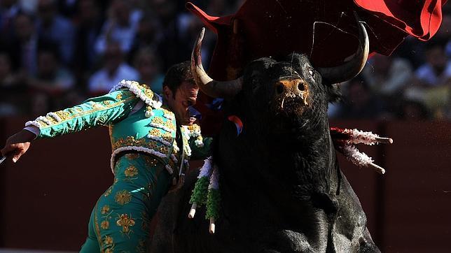 Antonio Ferrera acapara todos los premios a la mejor faena de la Feria de Abril