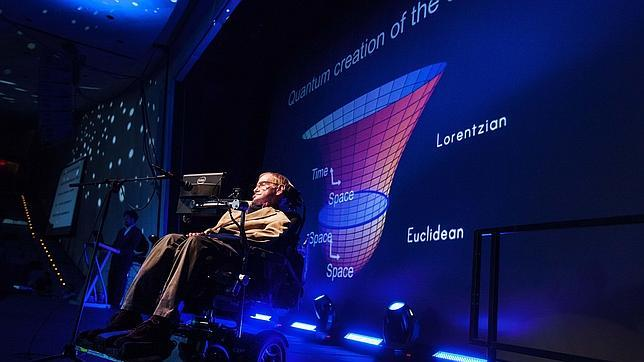 Hawking en una conferencia en Tenerife