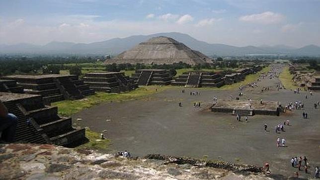 Encuentran un extraño «río» de mercurio líquido bajo una pirámide pre-azteca  Piramide-mercurio--644x362