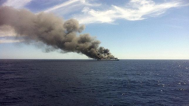 El incendio en un garaje obliga a evacuar a 156 pasajeros de un ferry entre Palma y Valencia