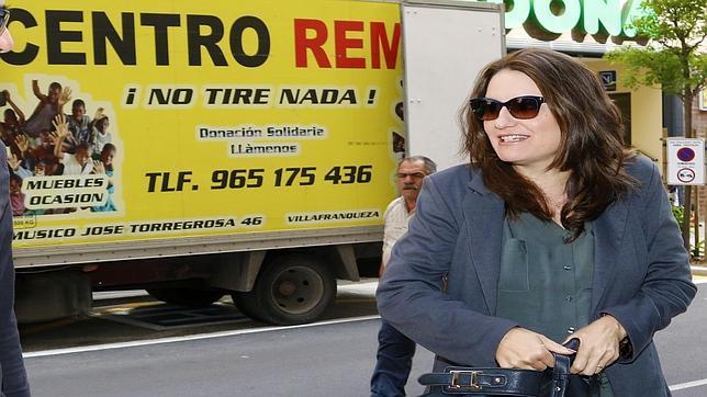 Imagen de la candidata de Compromís a la Presidencia de la Generalitat, Mònica Oltra, en una visita a Alicante