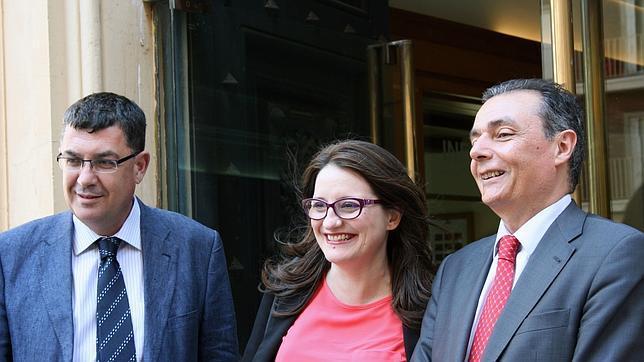 Imagen tomada este miércoles de Enric Morera y Mònica Oltra junto al presidente de la patronal, Salvador Navarro