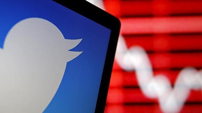 La Red de microblogging ha registrado un 22,7% más de pérdidas que durante el periodo anterior Twitter registró en los tres primeros meses del año pérdidas por importe neto de 162,4 millones de dólares (147,7 millones de euros), un 22,7% más que los 132,4 millones de dólares (120,4 millones de euros) que perdió en el mismo periodo del ejercicio anterior. La cifra de negocio ascendió a 435,9 millones de dólares (396,4 millones de euros) en los tres primeros meses del ejercicio, un 74% más en comparación con los 250,5 millones de dólares (227,8 millones de euros) del primer trimestre de