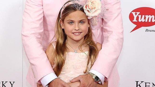 Dannielynn, la heredera de Anne Nicole Smith, debuta en la alfombra roja 56045283af
