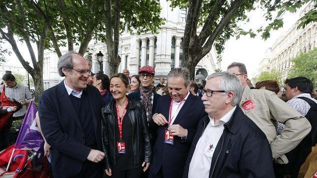 El líder de Comisiones Obreras, José Ignacio Toxo, junto a los candidatos socialistas a las elecciones autonómicas y municipales en Madrid