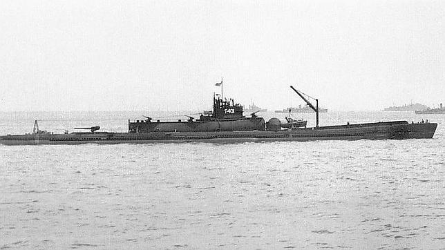 Submarino I-400. Su gran hangar se puede apreciar en la parte superior