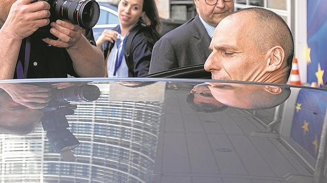 Varufakis abandona la sede de la Comisión Europea ayer en Bruselas