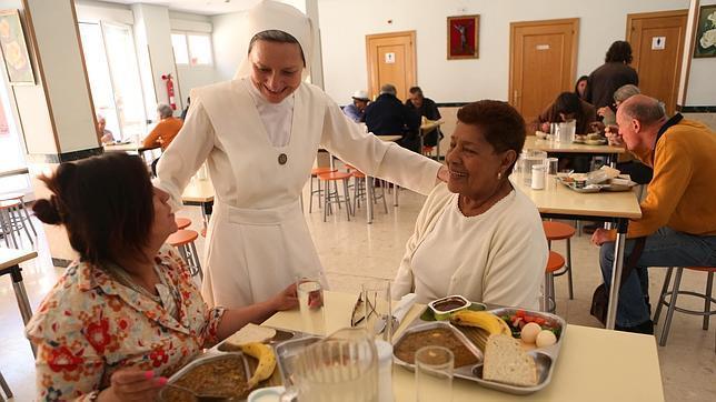 Sor Carmen Señor, en el comedor de las Siervas de Jesús de la Caridad en Puente de Vallecas