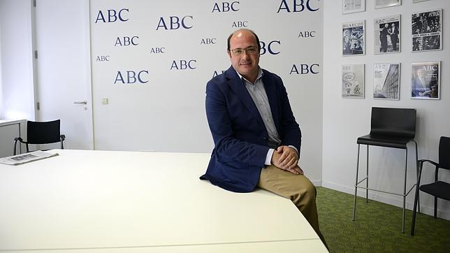 Pedro Antonio Sanchez, candidato del PP a la region de Murcia, en una reciente visita a la sede de ABC
