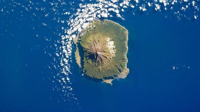 Conoce la increíble isla habitada más inaccesible del mundo
