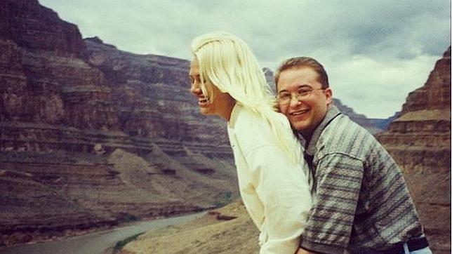 Yagalla, en 1999, con su novia más «económica», Faith