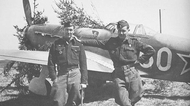 Dos de los pilotos que viajaron hasta la U.R.S.S. para servir a las órdenes de Stalin