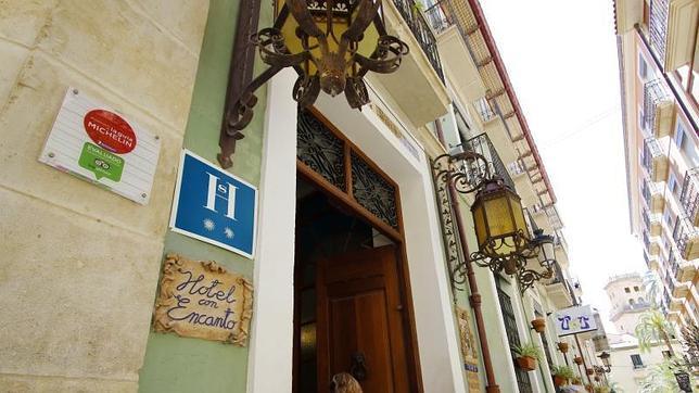 hostal cataluna alicante: