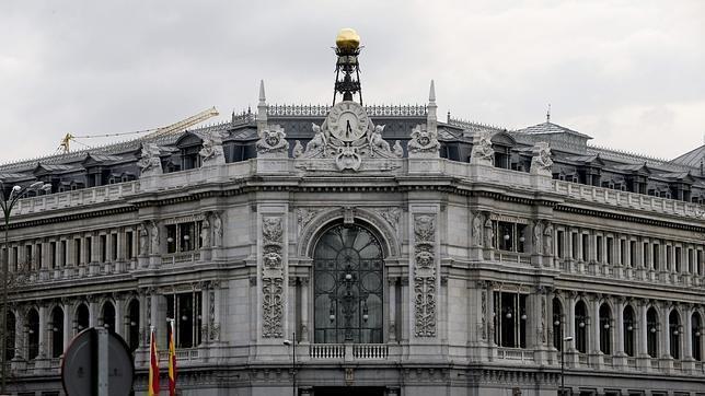 El nombramiento de Roldán como presidente de la AEB tras salir del Banco de España generó críticas